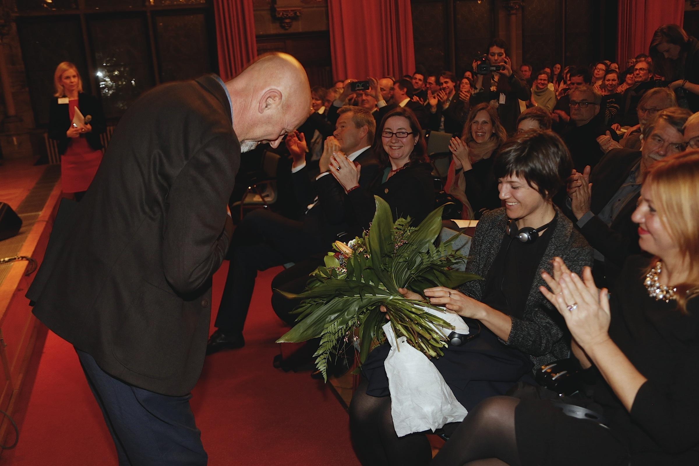 Luca Bigazzi bedankt sich bei seiner Frau Irene Tommasi © Achim Friederich